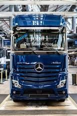 Bereit für seine Kunden: Der erste neue Actros läuft im Mercedes-Benz Werk Wörth vom Band