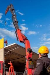 PALFINGER präsentiert Marktneuheit: Personensicherung mit dem Ladekran