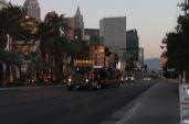 Fast wie auf Schienen: Goldhofer-Achsen fahren Riesen-Lok über den Las Vegas Boulevard