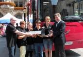 Vier neue Volvo-Bücherbusse: Münchner Stadtbibliothek fördert Leselust der Grundschul-Kids
