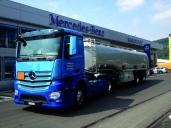 Die E. Bürgin Transporte AG transportiert Mineralölprodukte mit dem Antos