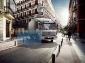 Mercedes-Benz und Setra bieten Abbiege-Assistenzsysteme zum Nachrüsten für LKW und Omnibusse